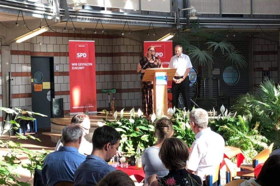 Anna Peters und Wilfried Hanft begrüßen die Gäste